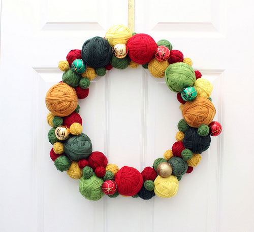 Yarn Wreath Distracted Crafter